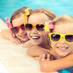 Criança na piscina: 5 cuidados que você precisa ter