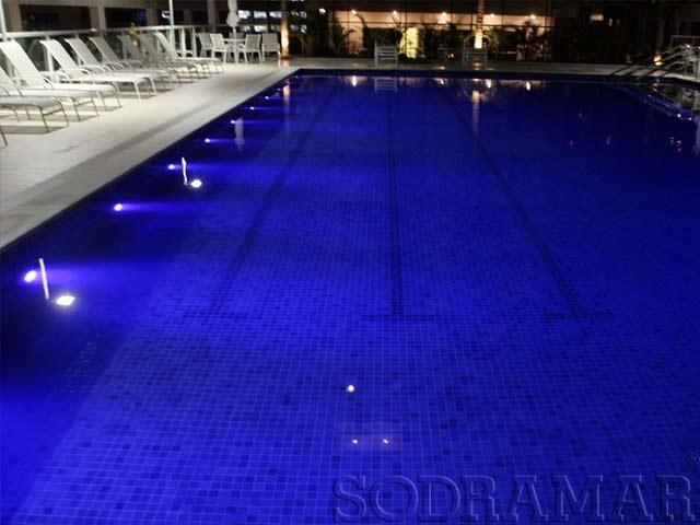Ilumina o na piscina 4 dicas para dar seguran a e estilo for Iluminacao na piscina e perigoso