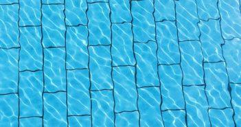 economizar a água da piscina