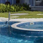 4 vantagens em ter uma bomba de hidromassagem em sua piscina