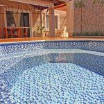 Cuidados com a piscina: conheça 4 produtos fundamentais