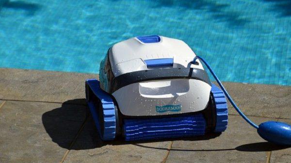 Por que investir em um robô aspirador para a sua piscina