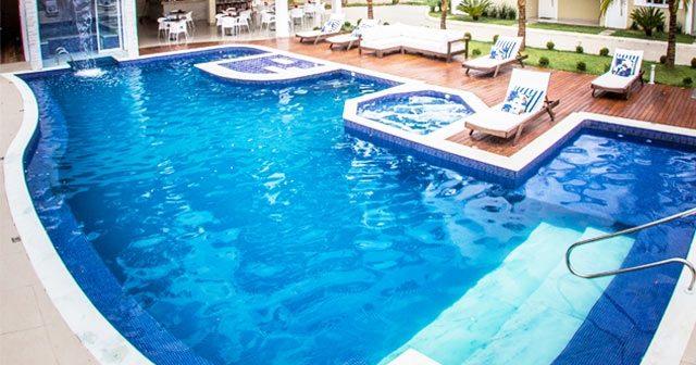 Está construindo uma piscina? Confira 4 itens essenciais para incluir no projeto