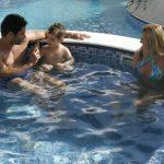 Piscina em casa: 3 dicas para aproveitar com a família