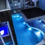 Como controlar a iluminação da piscina pelo smartphone?