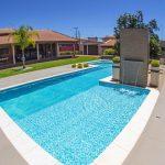 Manutenção de piscina: 2 maneiras de agilizar esse processo