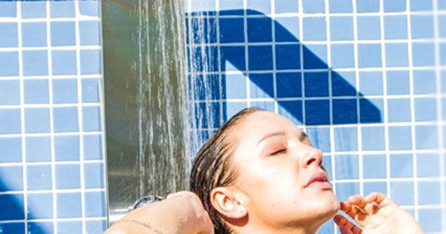 4 modelos incríveis de duchas para piscinas