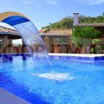 Projetos de piscinas: 4 tipos de cascatas para agregar charme