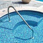 É preciso escovar a piscina regularmente? Como fazer?