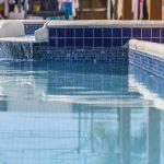 Qual a importância do cloro no tratamento da água de piscina?