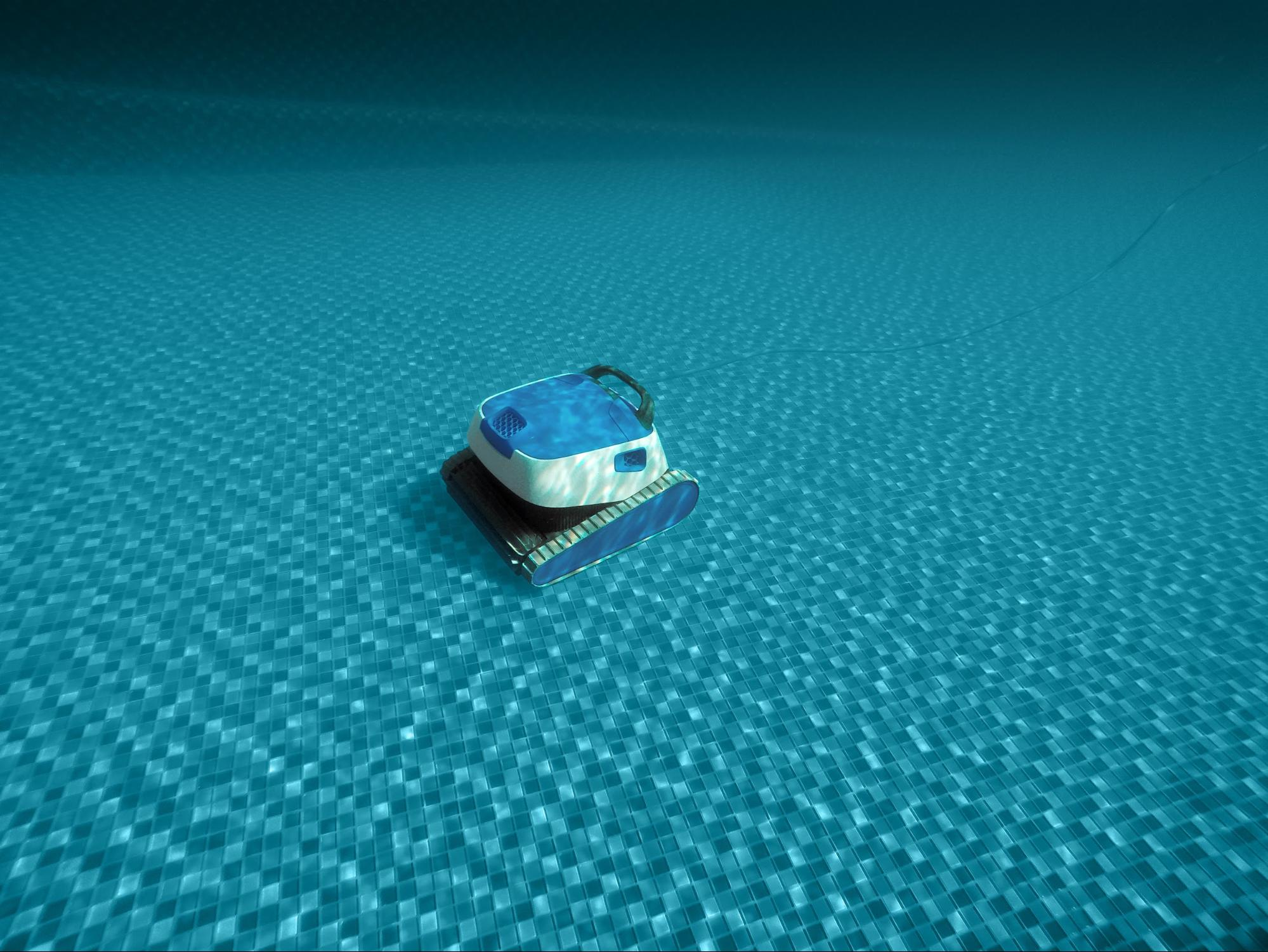 robô aspirador na piscina