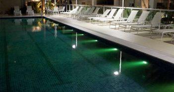 construção da piscina de um resort